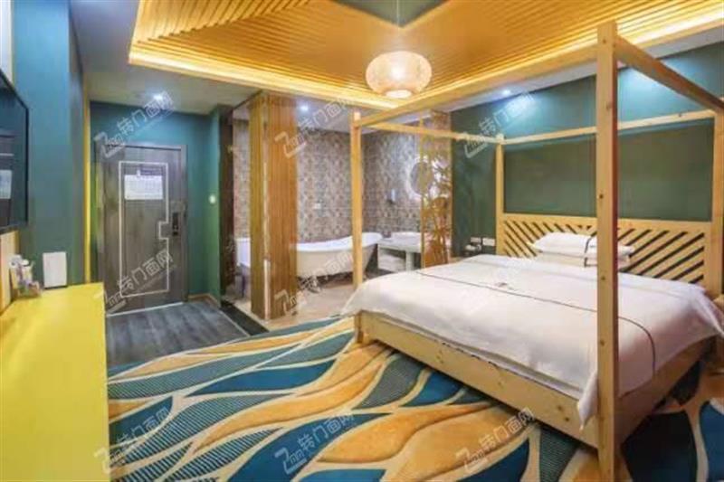 N黄陂盘龙城盘龙大道沿线2500平综合酒店优转
