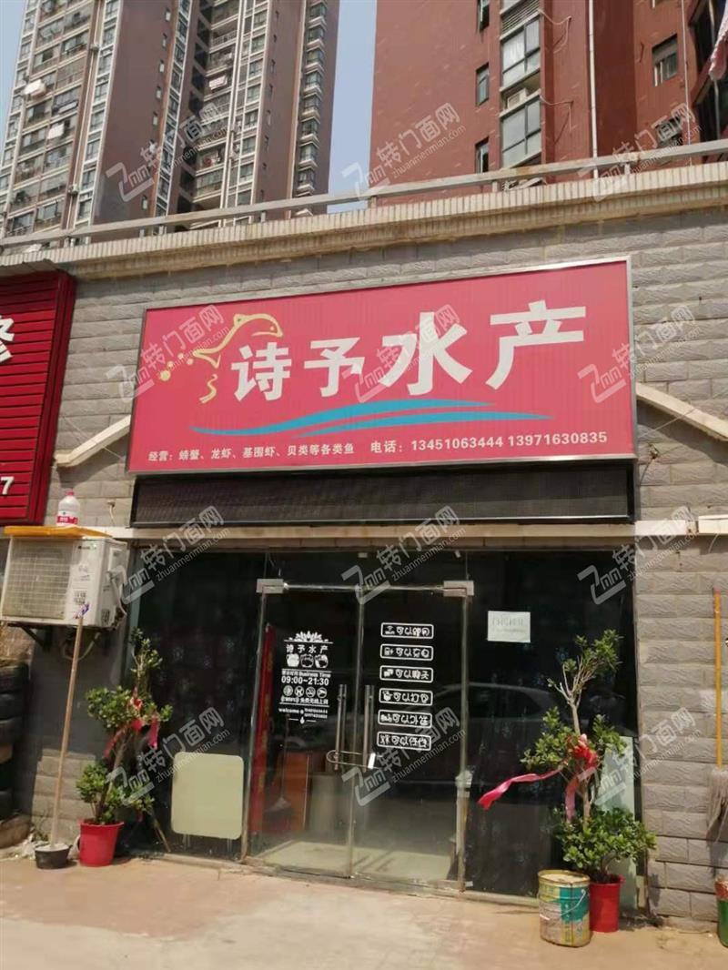 N盘龙城小区出入口60平店面3.5万转让,餐饮除外