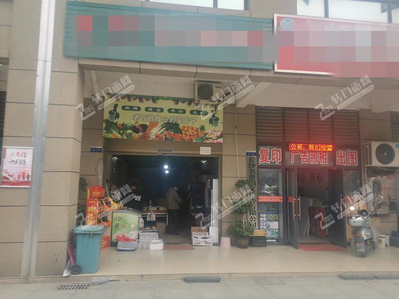 小区独家,接手盈利的临街生鲜店转让(可住人)